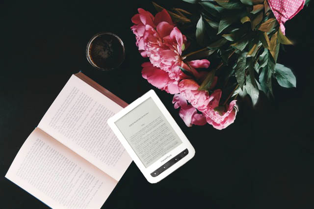 pocketbook_czytnik_vs_książka