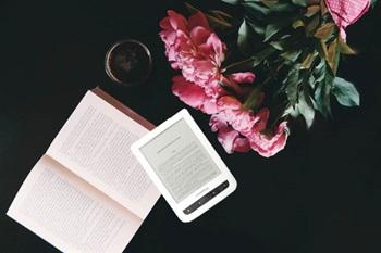 pocketbook_czytnik_vs_książka_1