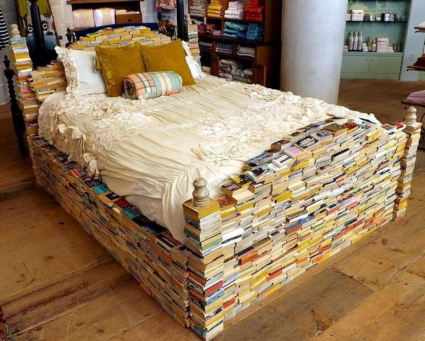 łóżko z książek, meble z książek, książki, książka, book,