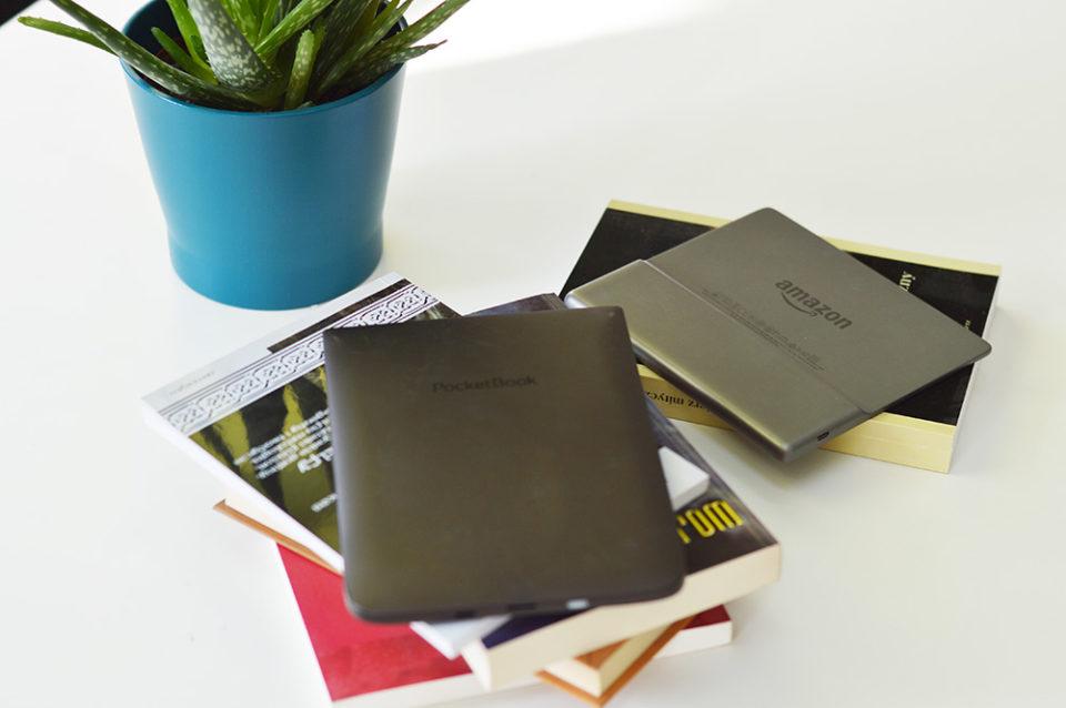 Pocketbook InkPad 3 i Kindle Oasis 2 od tyłu wygląd porównanie