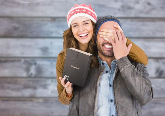 PocketBook Touch Lux 4 Gold czytnik e-booków dla osób starszych i młodych zapakowany w eleganckie pudełko na święta.