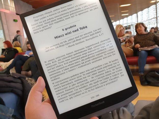 PocketBook InkPad 3 Pro gwarantuje wygodną lekturę, dzięki podświetleniu oraz ekranowi 7,8-cala