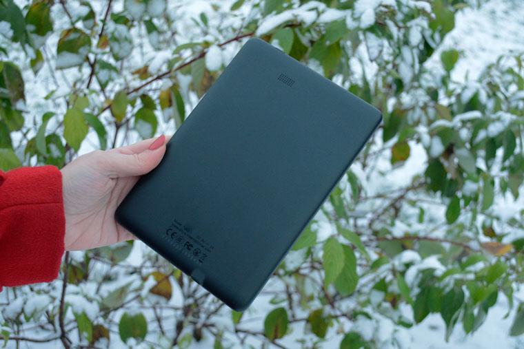Onyx Boox Nova 3 nowoczesny tablet E-Ink wyposażony w mikrofon i głośnik.