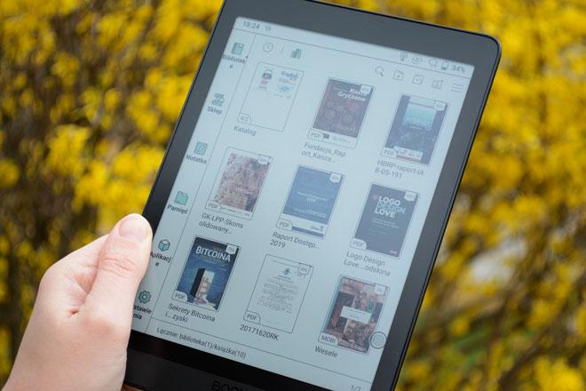 Onyx Boox Nova 3 Color tablet E-Ink 8-cali wyświetla kolorowe okładki e-booków.