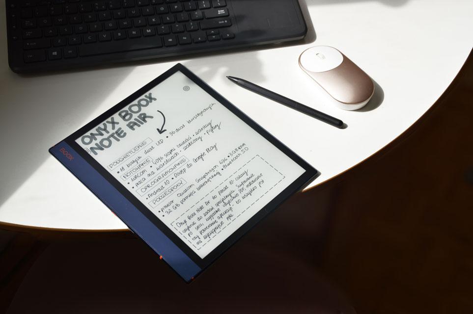 odręczne notatki na elektronicznym tablecie e-ink od onyx boox