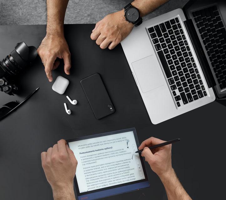 Czytnik e-booków doskonałe narzędzie na spotkania biznesowe.
