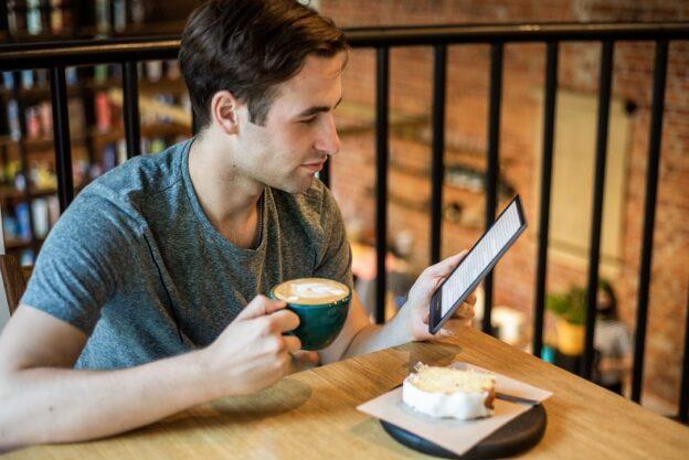 Który czytnik e-booków wybrać - Kindle, PocketBook czy Onyx Boox?