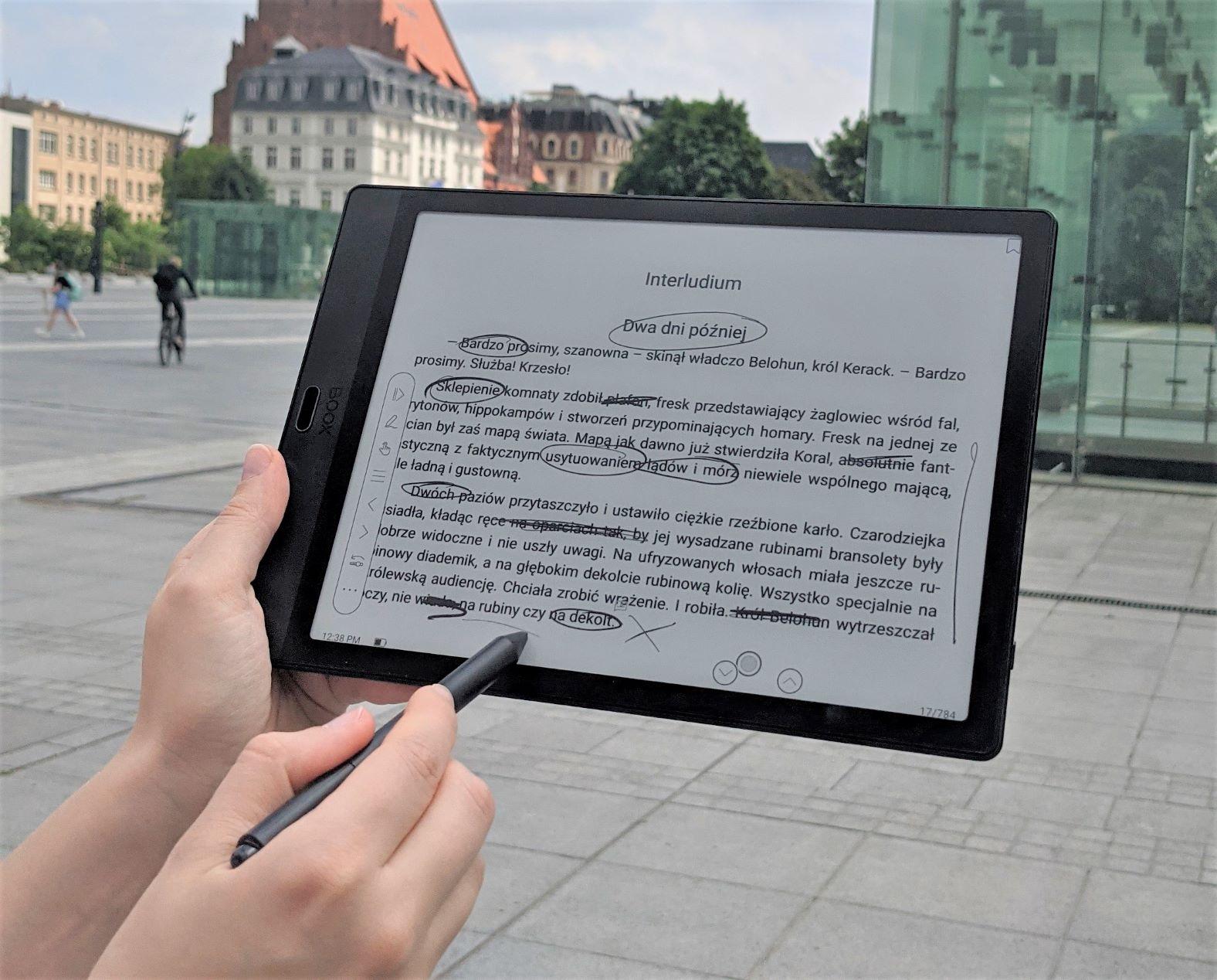 Onyx Boox Note 3 czytanie poziome idealne do plików w formacie PDF.