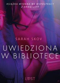 Uwiedziona w bibliotece - opowiadanie erotyczne - Sarah Skov